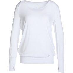 Curare Yogawear LAP SHOULDER Bluzka z długim rękawem white. Białe bluzki damskie Curare Yogawear, xl, z elastanu, z długim rękawem. Za 199,00 zł.