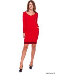 LATORI - Sukienka Damska Tuba Z Koronką LM32/1. Czerwone sukienki dzianinowe marki Pakamera, w koronkowe wzory, dekolt w kształcie v, mini. Za 119,00 zł.