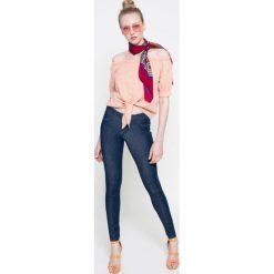 Wrangler - Jeansy. Niebieskie jeansy damskie rurki Wrangler. W wyprzedaży za 219,90 zł.