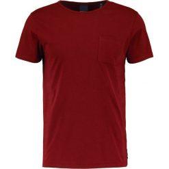 T-shirty męskie: Scotch & Soda POCKET TEE IN SEASONAL Tshirt basic dried pepper