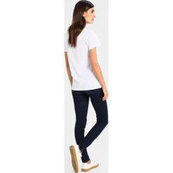 T-shirty damskie: Kaffe STRAWBERRY  Tshirt z nadrukiem optical white