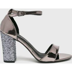 Answear - Sandały. Szare sandały damskie na słupku ANSWEAR, z materiału. W wyprzedaży za 119,90 zł.