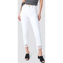 Spodnie z wysokim stanem: NA-KD Trend Jeansy z rozdarciami - White