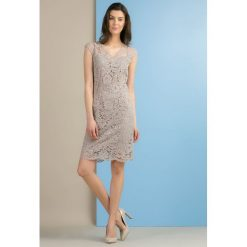 Sukienki hiszpanki: Oryginalna, koronkowa sukienka