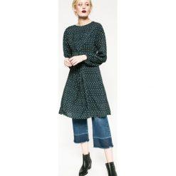 Medicine - Sukienka Rebel Forest. Szare długie sukienki MEDICINE, s, z tkaniny, eleganckie, z okrągłym kołnierzem, z długim rękawem, proste. W wyprzedaży za 79,90 zł.
