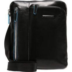 Piquadro BLUE SQUARE Torba na ramię nero. Czarne torby na ramię męskie Piquadro, na ramię, małe. Za 719,00 zł.