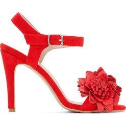 Rzymianki damskie: Czerwone sandały z paskiem w kwiaty