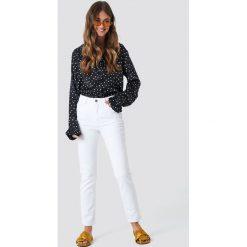 Spodnie damskie: NA-KD Trend Jeansy z klasycznym wykończeniem - White