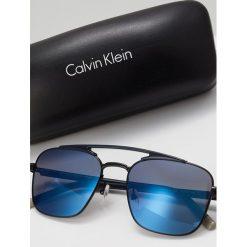 Calvin Klein Okulary przeciwsłoneczne black. Czarne okulary przeciwsłoneczne męskie Calvin Klein. W wyprzedaży za 471,75 zł.
