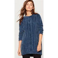 Szenilowy sweter z warkoczowym splotem - Niebieski. Czerwone swetry klasyczne damskie marki Mohito, z bawełny. Za 119,99 zł.