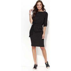 Sukienki: Czarna Kobieca Sukienka Wiązanym z Paskiem