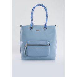 Torba z wzorzystymi rączkami. Szare torebki klasyczne damskie Monnari, w kolorowe wzory, ze skóry, pikowane, z kolorowym paskiem. Za 99,60 zł.