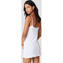 NA-KD Basic Sukienka NA-KD Basic - White. Różowe sukienki na komunię marki NA-KD Basic, z bawełny. Za 60,95 zł.