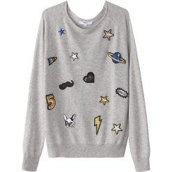 Kardigany damskie: Sweter z okrągłym dekoltem, z dzianiny o drobnym splocie, z wyszywanymi naszywkami