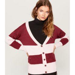 Sweter z zapięciem na guziki - Bordowy. Czerwone swetry rozpinane damskie Mohito, l. Za 119,99 zł.
