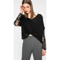 Marciano Guess - Bluzka. Czarne bluzki asymetryczne MARCIANO GUESS, z aplikacjami, z bawełny, casualowe. W wyprzedaży za 269,90 zł.