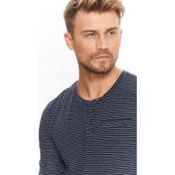 T-shirty męskie: T-SHIRT MĘSKI DŁUGI RĘKAW W PASKI Z WYWIJANYMI RĘKAWAMI