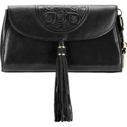 Torebka damska 04-4-069-1. Czarne torebki klasyczne damskie marki Wittchen, w paski, z tłoczeniem. Za 559,00 zł.
