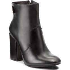 Botki CARINII - B3812  K56-000-POL-C00. Czarne buty zimowe damskie Carinii, ze skóry. W wyprzedaży za 249,00 zł.