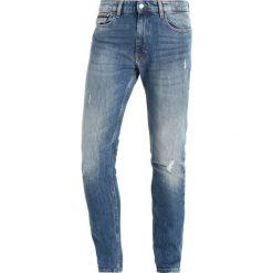 Calvin Klein Jeans KARNA DESTRUCT Jeans Skinny Fit denim. Czarne jeansy męskie relaxed fit marki Calvin Klein Jeans, z bawełny. Za 599,00 zł.