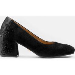 Czarne czółenka damskie. Białe buty ślubne damskie marki Kazar, ze skóry, na wysokim obcasie, na szpilce. Za 469,00 zł.