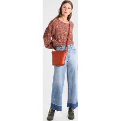 Bluzki asymetryczne: American Vintage COOL Bluzka bandana