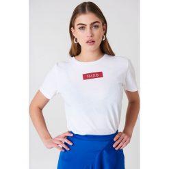 NA-KD T-shirt NA-KD Logo - White. Białe t-shirty damskie NA-KD, z klasycznym kołnierzykiem. W wyprzedaży za 42,67 zł.