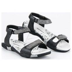 HASBY płaskie sandały na rzep czarne. Czarne rzymianki damskie HASBY, na płaskiej podeszwie. Za 99,90 zł.