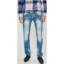 Guess Jeans - Jeansy Vermont. Niebieskie rurki męskie Guess Jeans, z aplikacjami, z bawełny. W wyprzedaży za 269,90 zł.