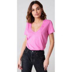 NA-KD Basic T-shirt z dekoltem V - Pink. Różowe t-shirty damskie marki NA-KD Basic, z bawełny. W wyprzedaży za 26,48 zł.