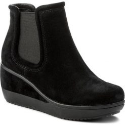 Botki CLARKS - Wynnmere Mara 261295224 Black Suede. Czarne buty zimowe damskie Clarks, ze skóry. W wyprzedaży za 299,00 zł.