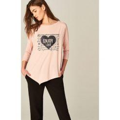 Bluzki, topy, tuniki: Asymetryczna koszulka z metalicznym nadrukiem - Różowy