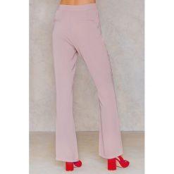 Spodnie damskie: Hannalicious x NA-KD Spodnie garniturowe bootcut - Pink,Nude