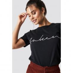 NA-KD Trend T-shirt basic Taken - Black. Białe t-shirty damskie marki NA-KD Trend, z nadrukiem, z jersey, z okrągłym kołnierzem. Za 72,95 zł.