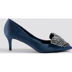NA-KD Shoes Satynowe czółenka ze zdobieniem - Blue. Niebieskie buty ślubne damskie NA-KD Shoes, z satyny, na niskim obcasie, na obcasie. Za 161,95 zł.