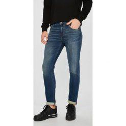 Guess Jeans - Jeansy Chris. Niebieskie jeansy męskie regular Guess Jeans, z aplikacjami, z bawełny. Za 499,90 zł.