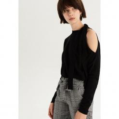 Sweter z odkrytym ramieniem - Czarny. Białe swetry klasyczne damskie marki Reserved, l. Za 59,99 zł.