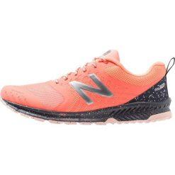 New Balance FUEL CORE NITREL Obuwie do biegania Szlak fiji. Czerwone buty do biegania damskie New Balance, z materiału. Za 379,00 zł.