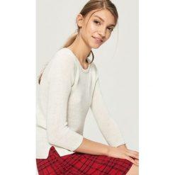 Sweter basic - Kremowy. Białe swetry klasyczne damskie Sinsay, l. Za 39,99 zł.