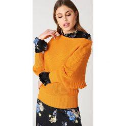 Swetry damskie: NA-KD Dzianinowy sweter z odkrytymi ramionami – Orange