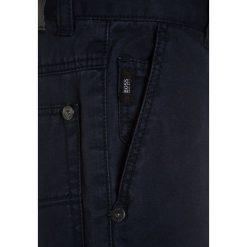 BOSS Kidswear Spodnie materiałowe marine. Niebieskie spodnie chłopięce marki BOSS Kidswear, z bawełny. Za 369,00 zł.