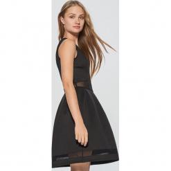 Elegancka sukienka z transparentnymi wstawkami - Czarny. Białe sukienki balowe marki numoco, do pracy, l, z nadrukiem, z elastanu, z kopertowym dekoltem, z długim rękawem, kopertowe. Za 69,99 zł.