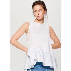 Bluzki, topy, tuniki: Top z asymetryczną falbaną – Biały