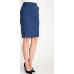 Ciemnoniebieska ołówkowa spódnica QUIOSQUE. Czarne spódnice wieczorowe marki QUIOSQUE, s, z tkaniny, ołówkowe. W wyprzedaży za 69,99 zł.