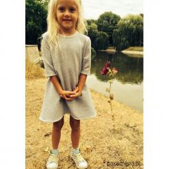 Sukienka dresowa dziecięca typu klosz szara. Szare sukienki dziewczęce marki Pakamera, z dresówki. Za 69,00 zł.