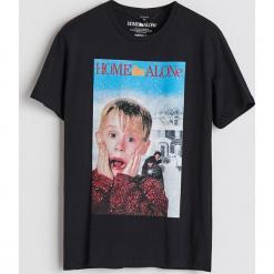 T-shirt z filmowym nadrukiem - Czarny. Czarne t-shirty męskie z nadrukiem Reserved, l. Za 59,99 zł.