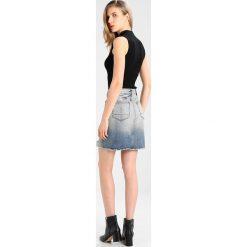 Denham MONROE SKIRT Spódnica jeansowa vibr. Szare spódniczki jeansowe marki Denham. Za 419,00 zł.