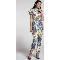 Stylowy Kombinezon w Kwiaty z Odsłoniętym Ramieniem. Niebieskie kombinezony eleganckie marki Molly.pl, l, w kolorowe wzory, z tkaniny, z długim rękawem, długie. W wyprzedaży za 135,69 zł.