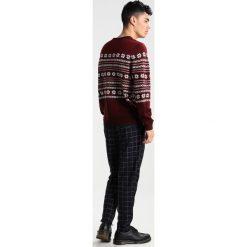 Swetry klasyczne męskie: Burton Menswear London MRS CLAUS Sweter red