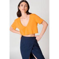 NA-KD Basic Krótki T-shirt z dekoltem V - Orange. Różowe t-shirty damskie marki NA-KD Basic, z bawełny. W wyprzedaży za 20,48 zł.